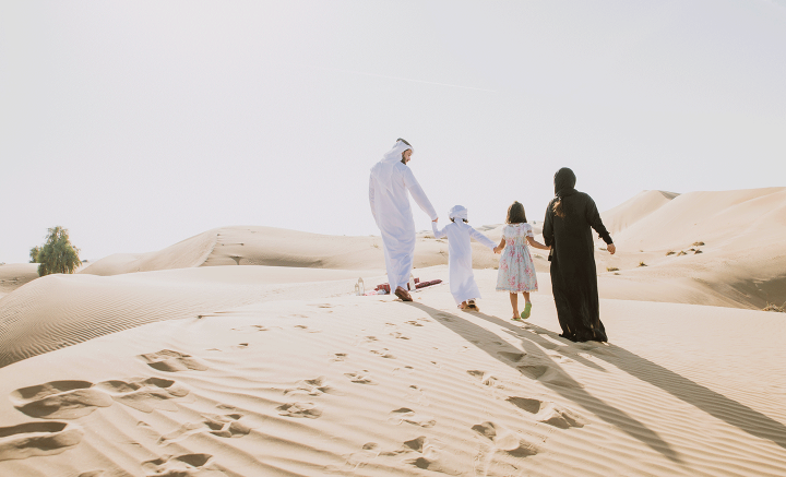 Dubai family in the desert